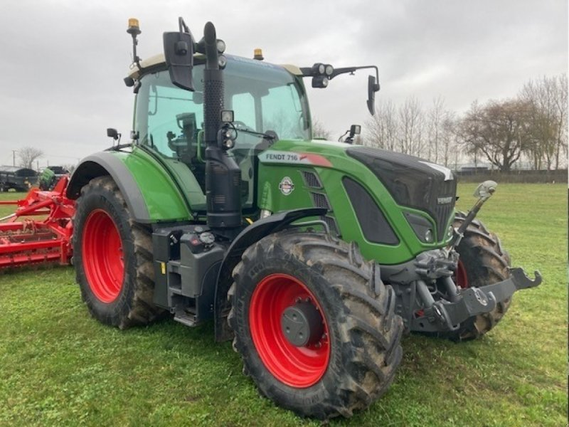 Traktor of the type Fendt 716  Vario, Neumaschine in Grantham (Picture 1)